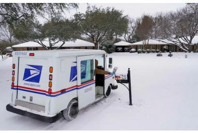 As USPS delays persist, bills, paychecks and medications are getting stuck in the mail(and your packages)